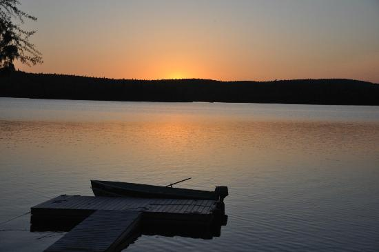 Camp Anjigami : This cabin faces west, very nice sunsets.