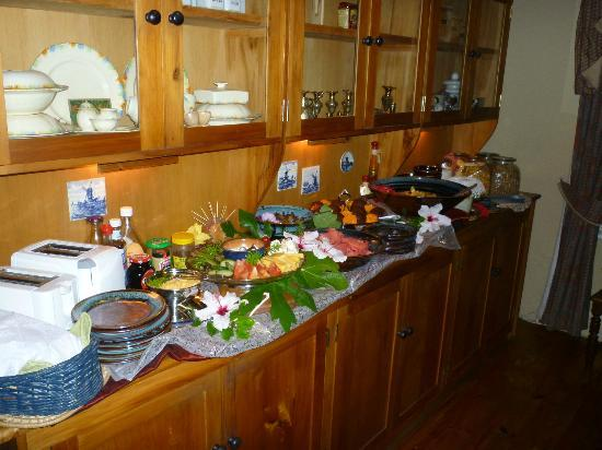 Adley House: Breakfast fruits and cereals.  Made to order came from kitchen.