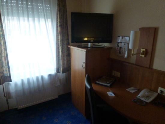 BEST WESTERN Hotel Stuttgart 21: 部屋(TV)