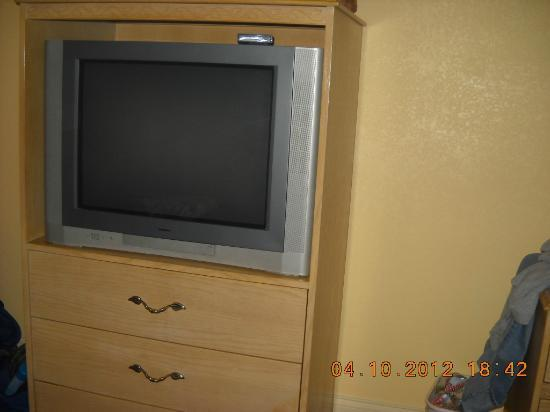 BEST WESTERN Historical Inn: Tv/dresser
