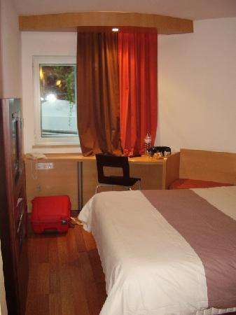 Ibis Lisboa Liberdade: Our room
