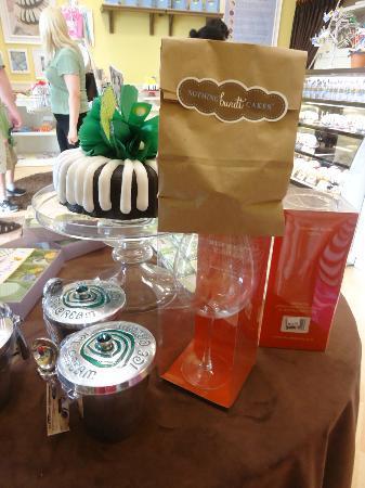 Nothing Bundt Cakes: My bundt cake in a bag!