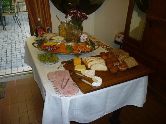 Centre-Ville Guest House: First course buffet breakfast.  Made to order followed