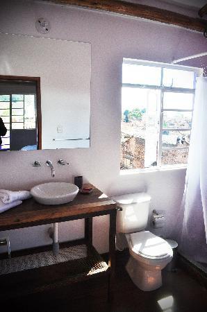 Hotel Casa Guadalupe: baño 402