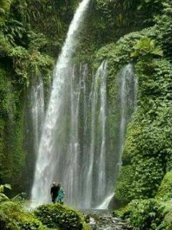 Bayan, Indonésie : 2nd waterfall