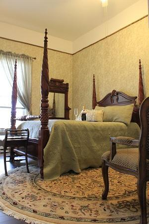 Stone Maiden Inn: Newly redone Romeo & Juliet suite