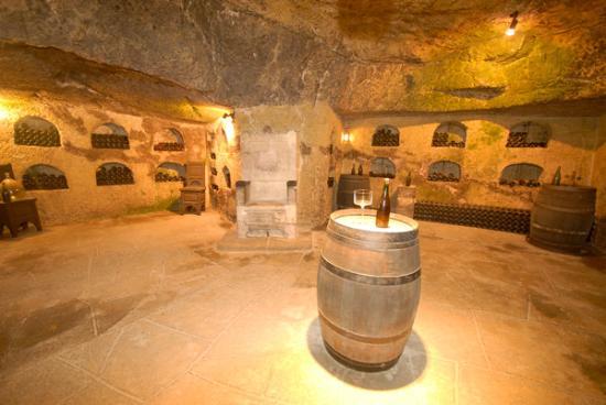 โซมูร์, ฝรั่งเศส: Caveau