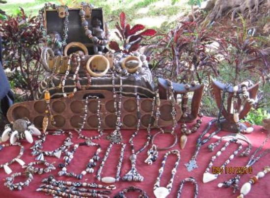 Kahului, Hawaï : A jewelry vendor