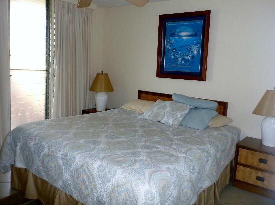 Punahoa Beach Apartments: seperate bedroom