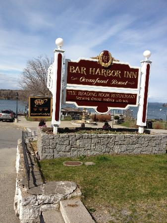 Bar Harbor Inn: Entrance to the hotel