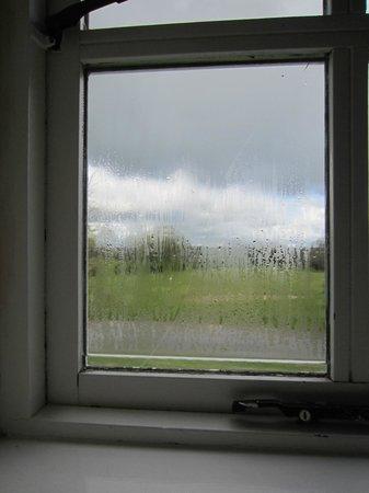 Faithlegg Self Catering: The cracked bedroom window