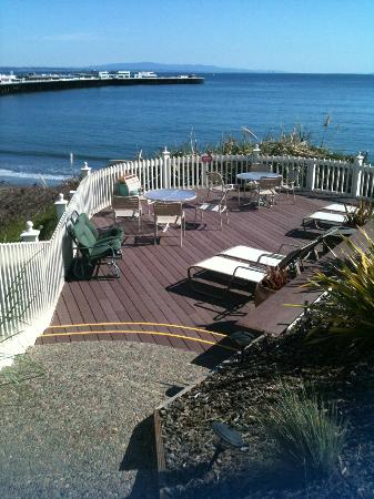 Sea & Sand Inn: great patio for breakfast