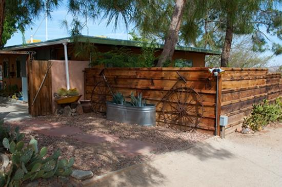 Spin and Margie's Desert Hideaway: outside of room 1