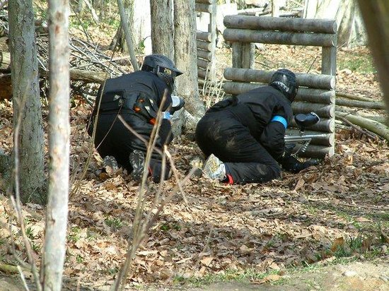 Delta Force Paintball Plymouth : Hiding
