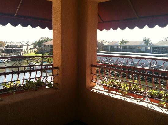 Best Western Harbour Inn & Suites: Corner balcony off room