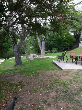 Inn on Barons Creek: Sitting area and fountain by the creek
