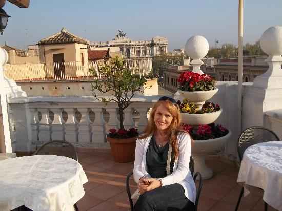 Hotel Genio: Rooftop cafe
