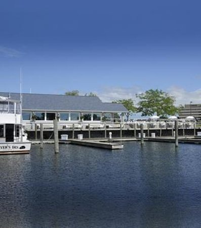 The Lake House Waterfront Grille: We have in/out slips for restaurant boating guests!