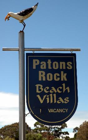 Patons Rock Beach Villas: Signage