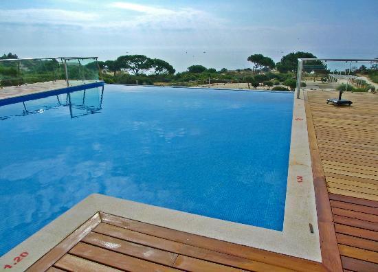 Suites Alba Resort & Spa: Infinity-Pool auf Außenterrasse