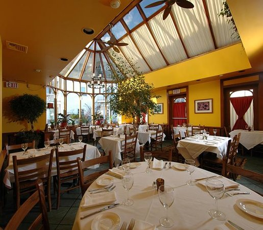 Restraurants: Ruvo Restaurant East, Port Jefferson