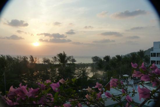 BEST WESTERN Phuket Ocean Resort: La mer vue de la chambre