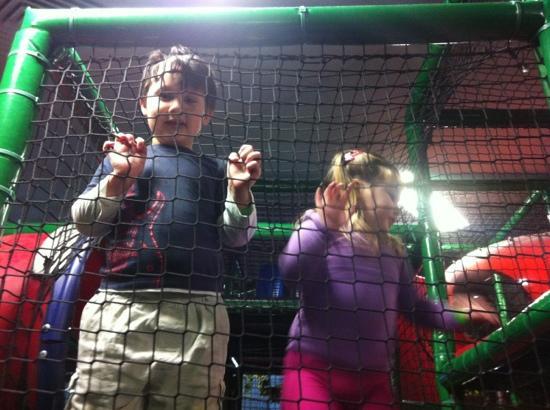 Tabatinga Entertainment Centre & Cafe: having fun