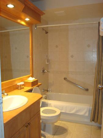 Hotel Manoir Victoria: Salle de bain