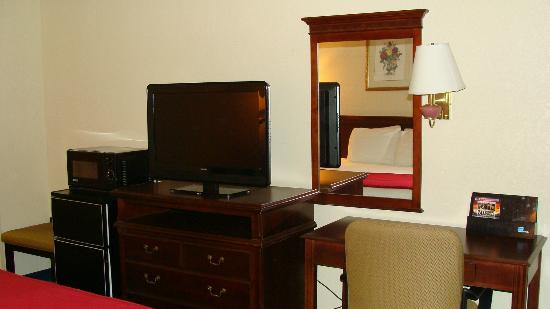 Rodeway Inn Meridian: Easy access VGA and AV inputs for my laptop
