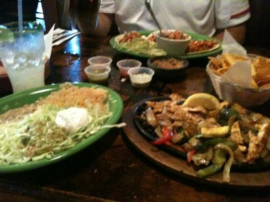 Papas & Beer : more than enough chicken fajitas for one