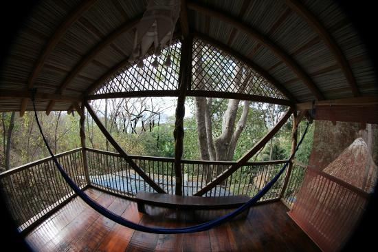 Casa de las Piedras: hummingbird treehouse, bedroom