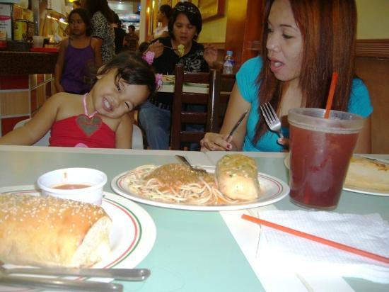 Sbarro: lunch wd sis n little sammy