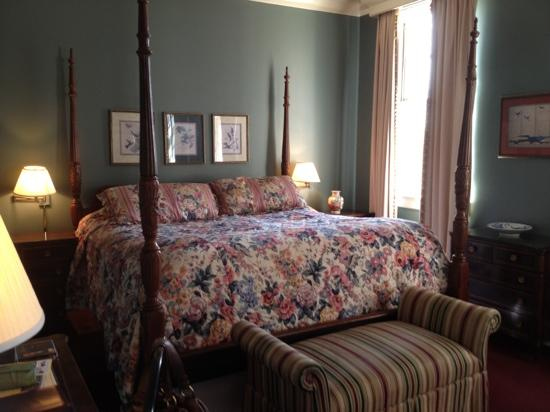 The Lafayette Hotel: Bedroom