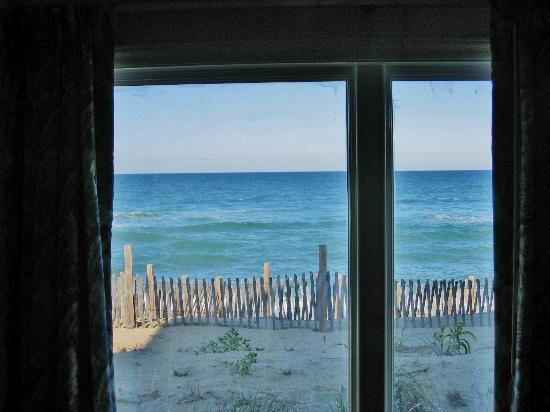 Days Inn & Suites Kill Devil Hills-Mariner: View from Living Area