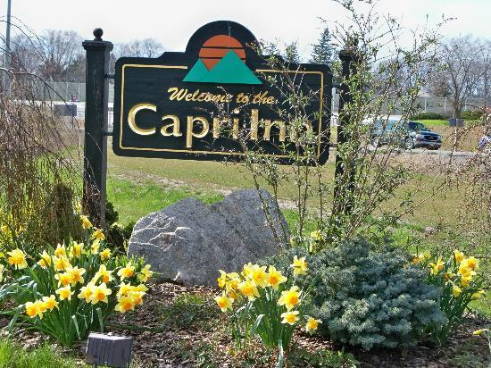 Capri Inn: Sign