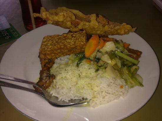 Warung Nikmat: Tasty food!