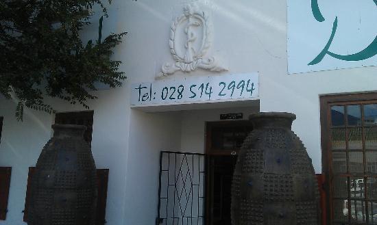 Mint Deli: Entrance