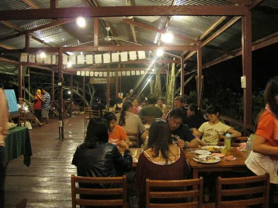 Sukau Greenview Bed & Breakfast : Dining & activities area