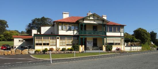 Rosevears Tavern, next to the Tamar River