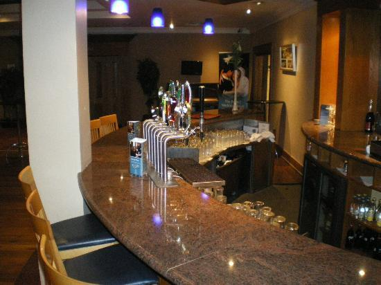 Tower Hotel Waterford: Bar outside the Bistro