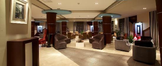 BEST WESTERN PLUS Peninsula Hotel: Atlantis Hotel Lobby