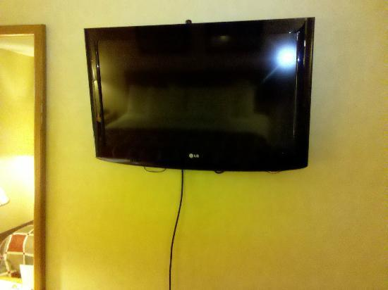 Days Inn Harrisburg  North: HDTV IN THE ROOM!!!