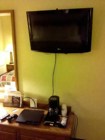Days Inn Harrisburg  North: you'll be able to plug in a hdmi cord to enjoy hi-def gaming and movies