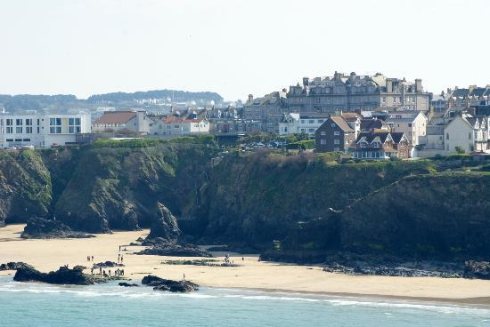 Legacy Hotel Victoria - Newquay: Hotel on top of cliff (highest building)
