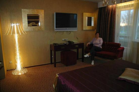 Hotel Jules: Camera Royalty