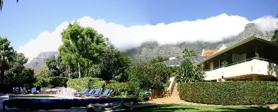 Lezard Bleu: View from gardens up to Devils Peak and Table Mountain