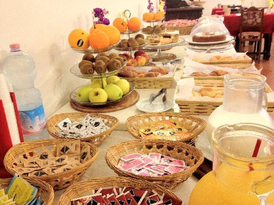 Hotel Crocini: Buffet Breakfast