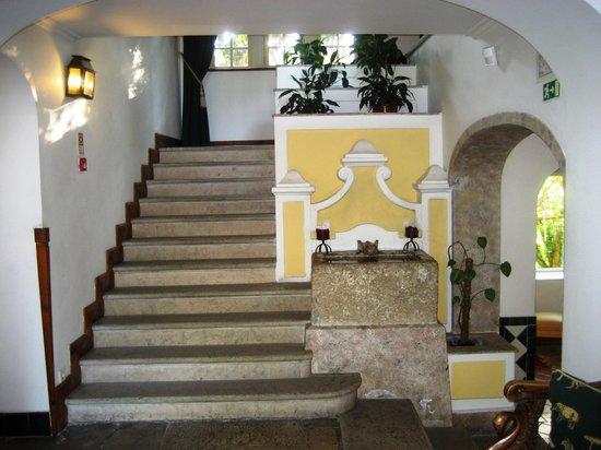 Lawrence's Hotel: Hotel Lawrence's: le scale della Hall