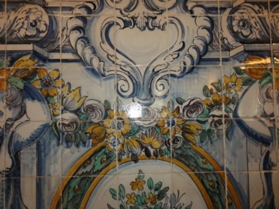 Estalagem da Boega: tiles on the wall in the restaurant