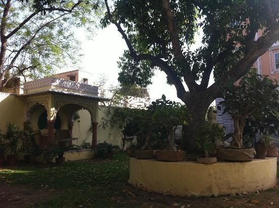 Hotel Anuraag Villa: schöner Garten
